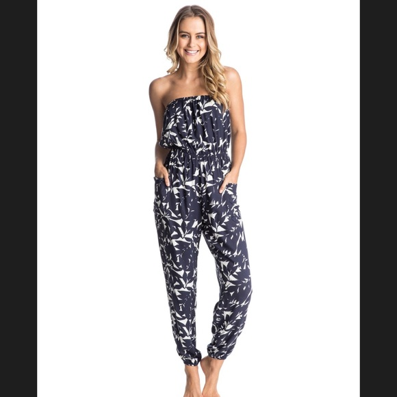 e07c3119068 Navy blue and white strapless jumpsuit. M 5ad41276a6e3ea5121256159